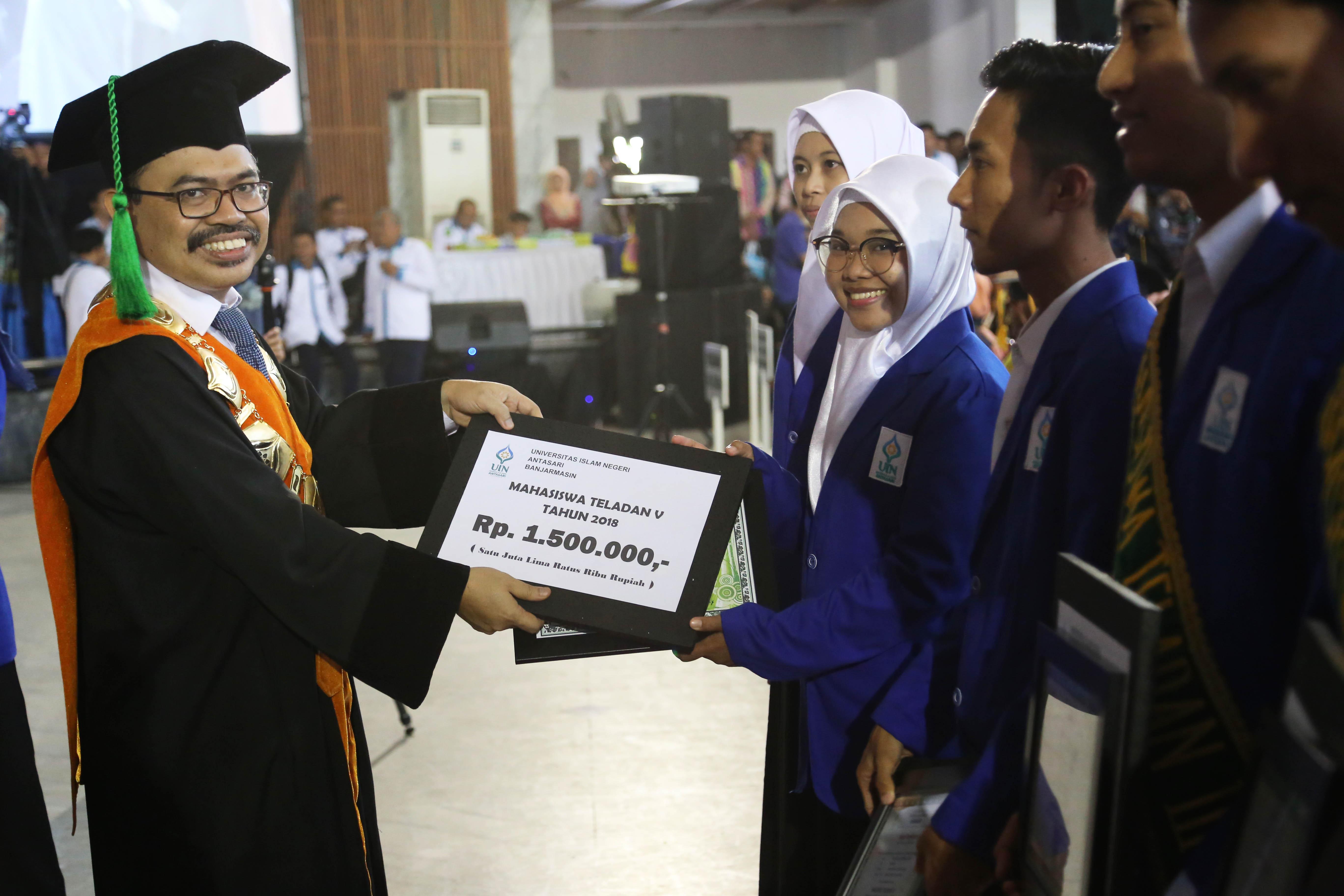 Rahmi Hartati Mahasiswi KPI Meraih Peringkat ke-5 Mahasiswa Teladan Tingkat Universitas Tahun 2018