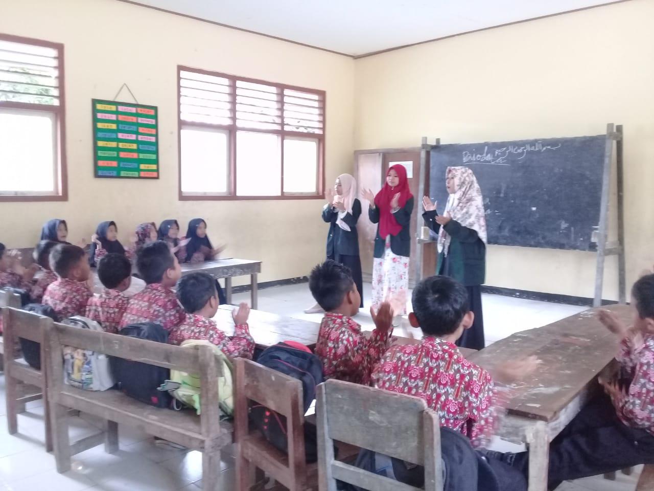 7 Mahasiswa FDIK Menyelesaikan Kegiatan KKN Nusantara di Surabaya